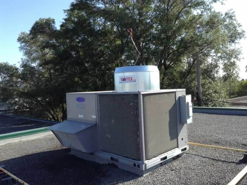 Dilfo-mechanical-contractors-with-VairTEX™-installation-roof-air-flow